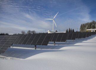 panel słoneczny zima